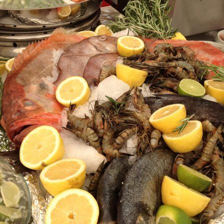 Internationales Fischbüffet